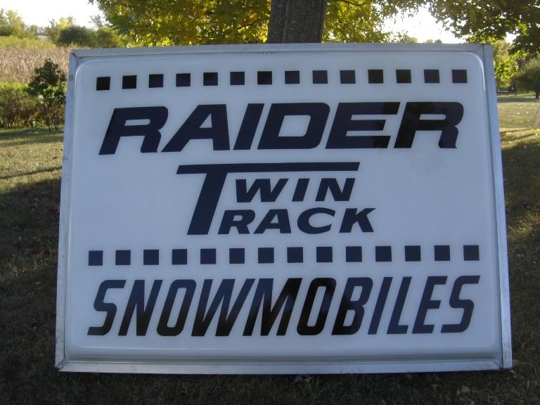2012-raider-sign